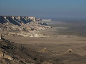 Figure 4 : le chink, le long duquel sont bâtis les kites, délimite le plateau d'Ustyurt.