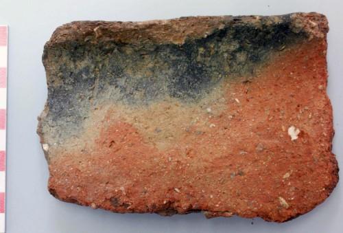 Fig. 2 : variations chromatiques de surface sur une jarre de cuisson du Bronze ancien III d'Erétrie, env. 2300-2100 av. J.-C.