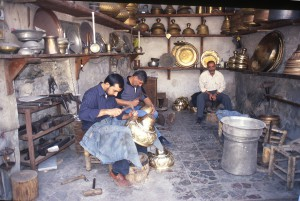 Fig. 11b : un atelier de dinandiers au travail. © mission Chanesaz/Dardaillon/David.