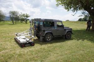 Prospection radar au moyen du Stream X de la société IDS qui peut contenir entre 16 et 48 antennes espacées de 12 cm pour des images haute résolution.