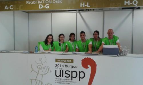Les étudiants préposés à l'organisation du colloque UISPP