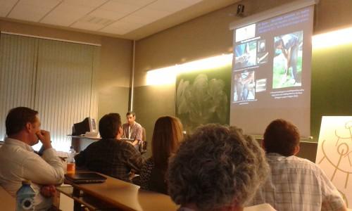 Nicolas Tardy présentant ses recherches sur les industries en quartz