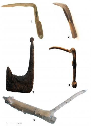 Fig. 3 : Faucilles de La Draga : 1 et 2, type 1 ; 4 : type 2 ; 5 : préforme de faucille  (Palomo et al, 2011)