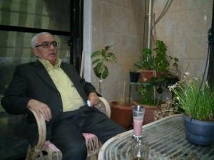 Khaled Asaad dans sa maison à Palmyre (archives de la famille Asaad)
