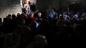 Fig. 2 : Les conférence dans le cellier du XIIe siècle ont fait salle comble (crédit E. Signor)