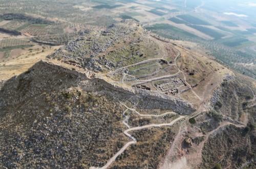 Fig. 4 : l'acropole de Midéa en Argolide (Péloponnèse, Grèce) (© mission helléno-suédoise de Midéa, courtoisie de E. Alram-Stern).