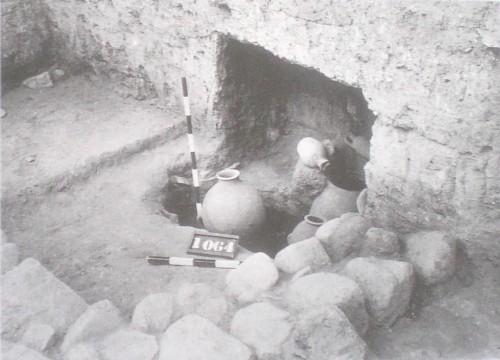 Fig. 4 : Beth Yerah, dépôts de céramiques dans la pièce EY 160 (Greenberg & al., 2006, fig. 8.27).