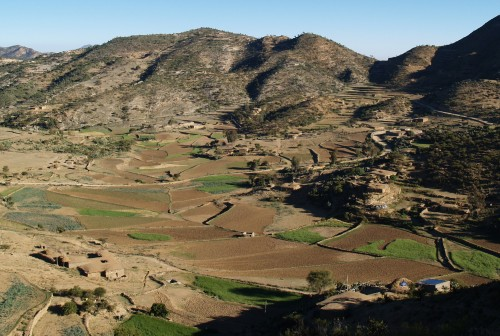 Fig. 2 : Vue vers l'aval (nord-ouest) de la vallée de May Ayni. © N. Blond, 2015