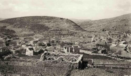 Photo 3 — Chabtine (Caza de Batroun), un village quasi déserté dans les années 1920 © Fonds J. Delore, Bibliothèque Orientale, USJ, Beyrouth.