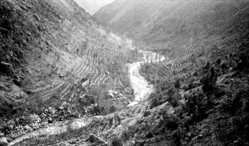 Photo 5 — Moulins et maisons abandonnés au fond des gorges du Nahr es Salib près de Kfar Debiane (Kesrouan), vers 1925-1930 © Fonds J. Delore, Bibliothèque Orientale, USJ, Beyrouth.