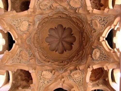 Fig. 4 : Coupole des latrines de la mosquée almoravide de Marrakech (XIIe siècle), aussi nommée Qubba al-Barûdiyyin (cliché P. Cressier)