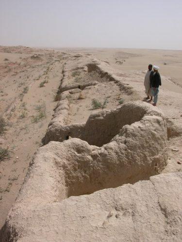Fig. 6 : Prospection de la DAFA à Altyn-Dilyar-tepe (© DAFA)