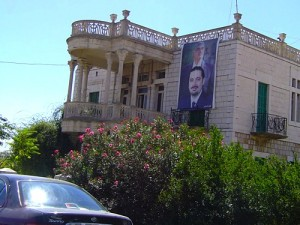 Portrait de l'ancien premier ministre assassiné et de son fils Saad Hariri à Jdita-Chtaura (Cliché K. Bennafla, 2005)