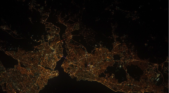 Istanbul by night, source : Pixabay