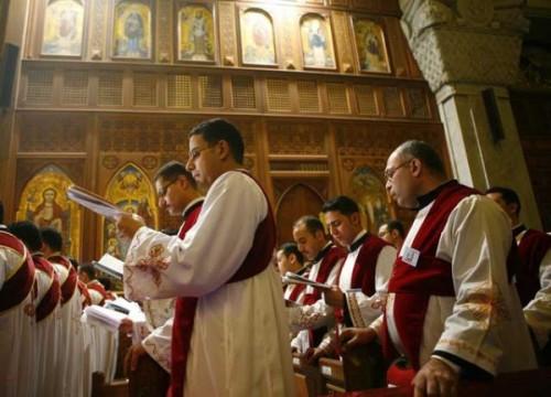 Beim Singen in einer koptischen Kirche.