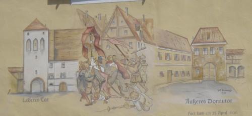 Eine Häuserbemalung in Donauwörth erinnert an die Prozessionen 1606 und 1607. (Cholo Alemann,