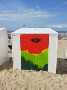 Painting by R. Willems-Geurt on a sand cabine at the Belgian sea resort of Koksijde. Photo: Laurence Totelin, August 2014