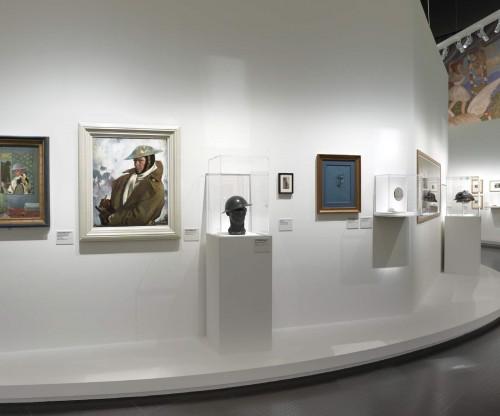 """Vue de l'exposition """"1917"""" au Centre Pompidou Metz. Scénographie : Didier Blin. Photographie : Rémi Villaggi"""