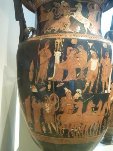 Hidria ática, fig rojas. Escena de reconciliación de Deméter con Metanira. c. 340 a.e.. Altes Museum, Berlín.