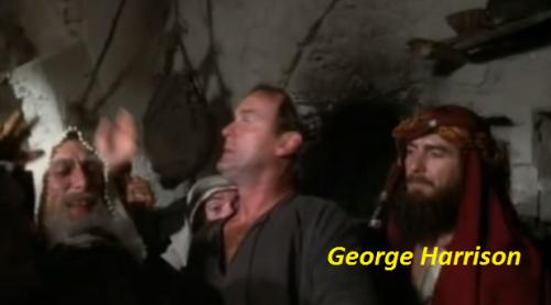 """George Harrison de """"extra"""" en La vida de Brian."""