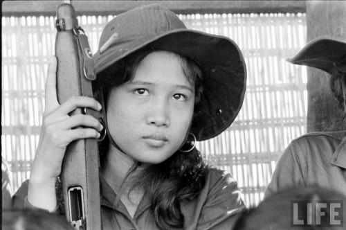 Thanh Nữ Cộng Hòa © 1962 Life