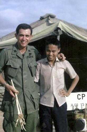 Sam Axelrad et Nguyen Quang Hung en 1967 © AP