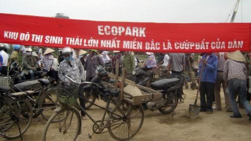 Manifestation paysanne contre le projet Ecopark à Van Giang en 2012 © BBC