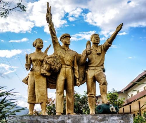 vieng-xai-statue