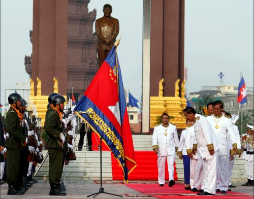 hunsen_cambodianflag_rfa